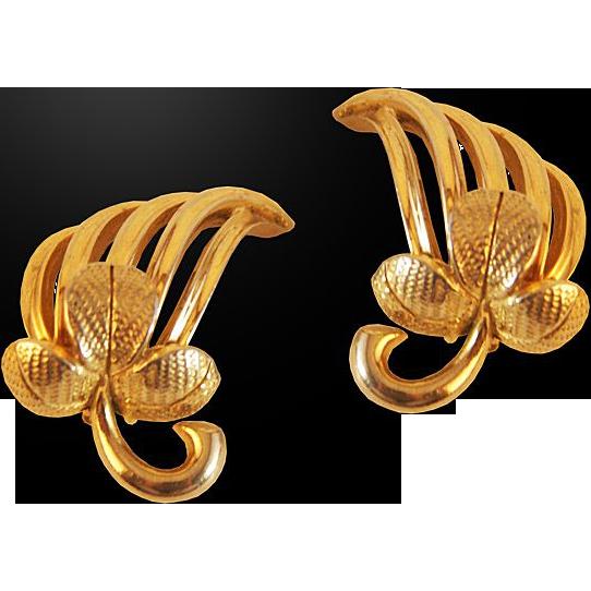 Stylish Schiaparelli Leaf Pattern Clip Earrings