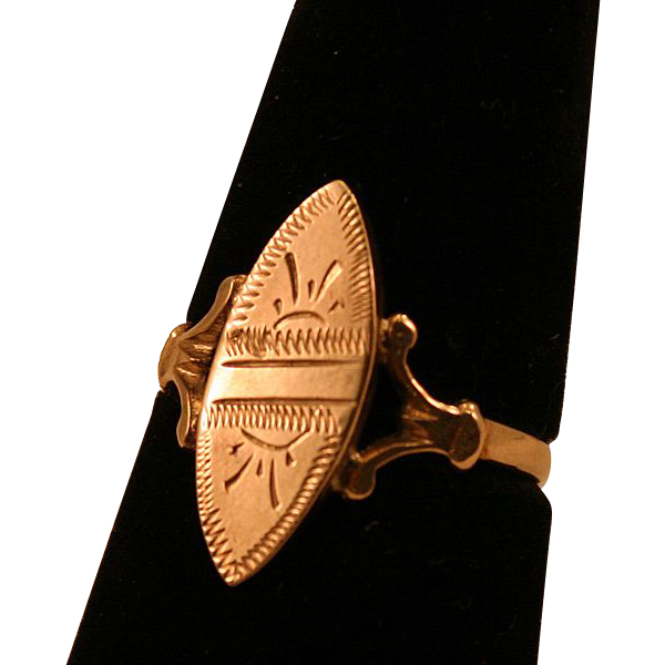 10K Gold Victorian Ring Classic and Beautiful