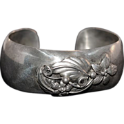 Sweet Sterling Silver .925 Cuff Bracelet with Forget Me Not Detail