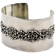 Stylish 1970's Sterling Silver Cuff Bracelet with Applied Filigree 59.3 gms