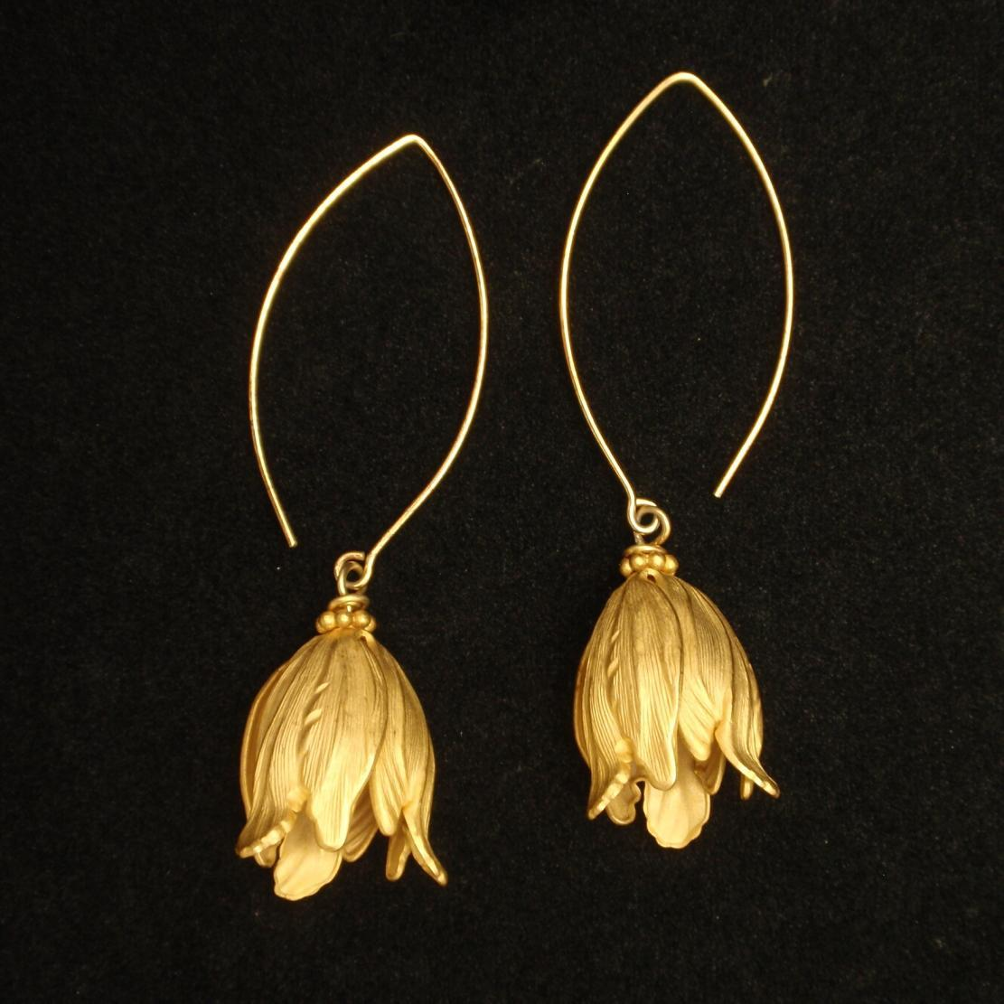 Flower Earrings Gold Tone Drop Open Bloom
