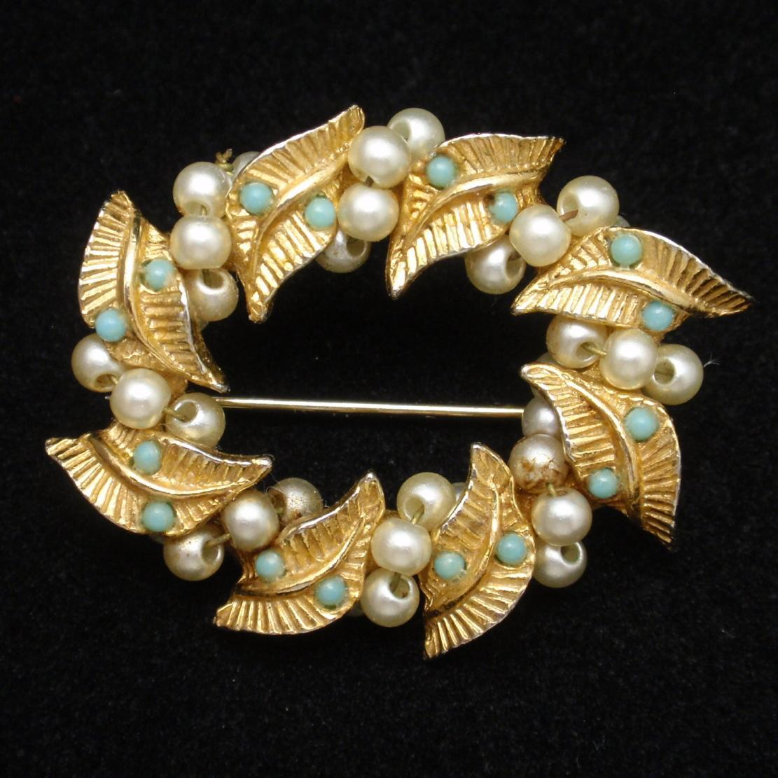 Wreath Circle Pin Vintage with Imitation Pearls