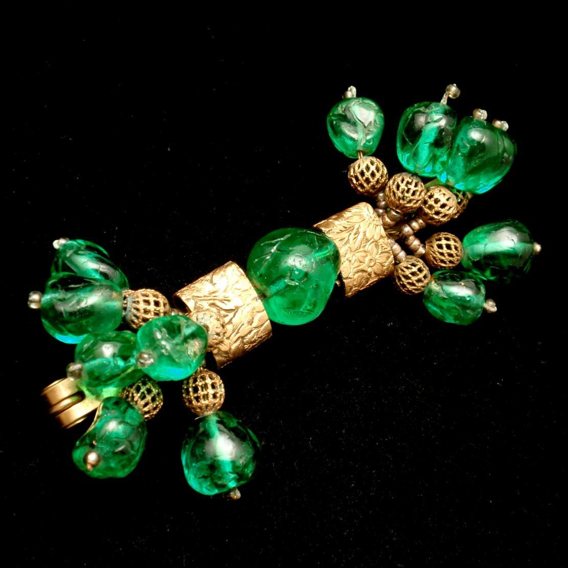 Green Stone Brooch Pin Stylized Bow or Bar Pin Vintage Unsigned Haskell