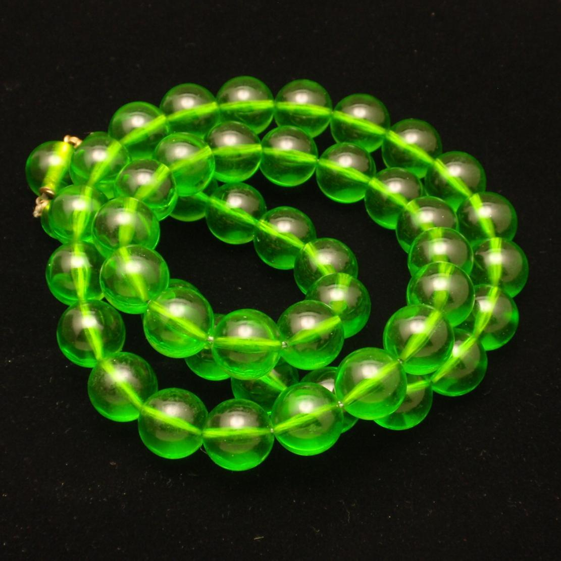 Apple Green Beads Necklace Vintage