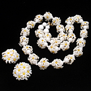 White Daisy Necklace & Earrings Set Vintage Hong Kong