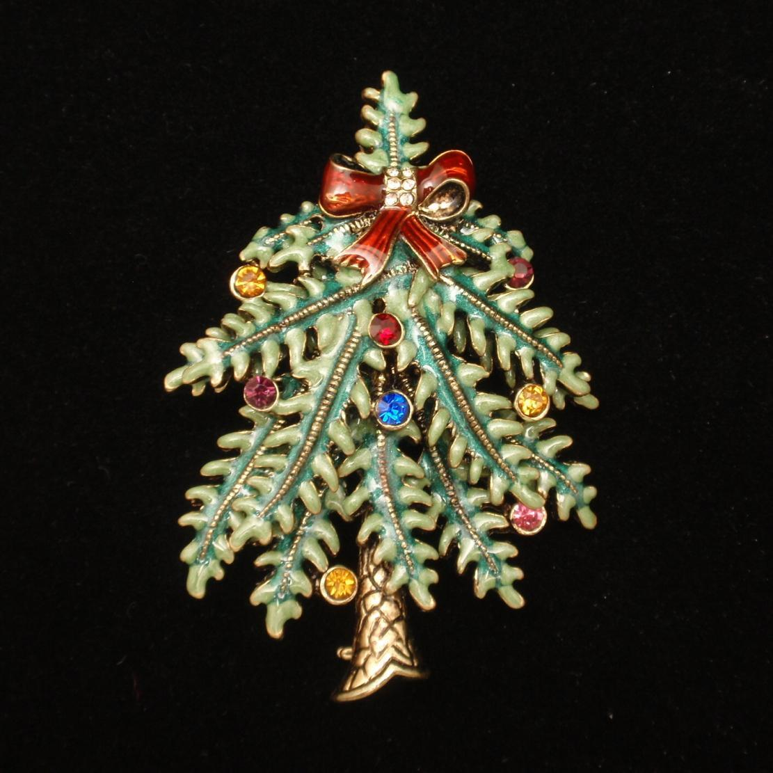 Avon christmas tree pin st annual from eccentricitycharm