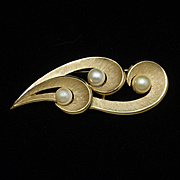 Swirl Curly-Q Brooch Pin Vintage Trifari