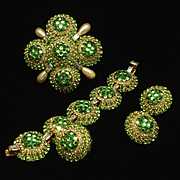 Vrba Set Opulent Brooch Pin Charm Bracelet Earrings Green Rhinestones A+