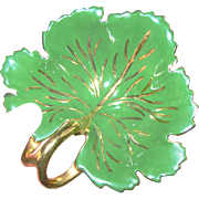 Green Leaf Dish highlighted in gold, VG
