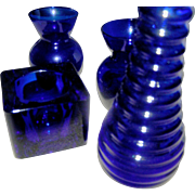 Lot os 4 dark blue glass pieces