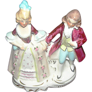 """Vintage Colonial couple in porcelain by Coventry USA. It stands 6"""" tall"""