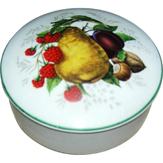 Round Limoges box, marked, motif of fruit in a transfer, excellent