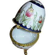 Porcelain Ring holder/egg with lovely tulip motif.