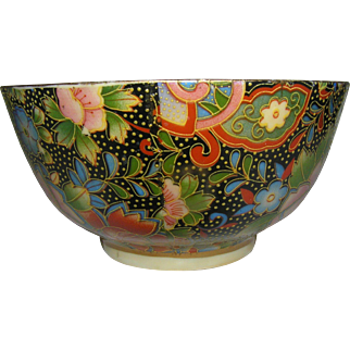 Vintage Oriental bowl, Geisha and Court officials, Chrysanthemum motif, early 20th. C.