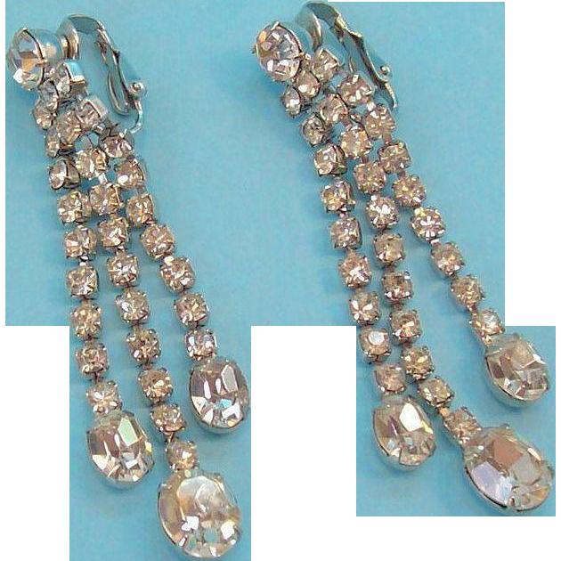 Vintage Long Glitzy Dangle Clear Rhinestone Clip on Earrings