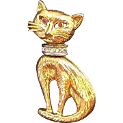 Vintage Goldtone Metal Siamese Cat Pin Clear Rhinestone Collar Red Eyes