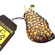 Vintage Suzanne Bjontegard England  Aurora Rhinestones Pear Brooch MIB Original Tag