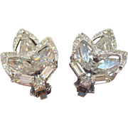 Vintage Weiss Clear Rhinestones Silvertone Metal Clip on Earrings