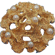 Vintage Napier Textured Goldtone Metal Brooch with Imitation Pearls