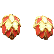 Vintage Scalloped Dimensional Domed Enameled Clip on Earrings
