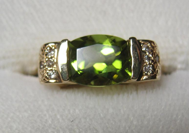 estate 14kt Peridot Ring Sz 7