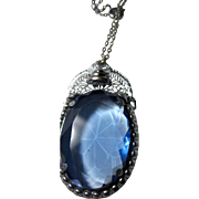 Art Deco 1920-30s vintage Rhodium Filigree Pendant Blue