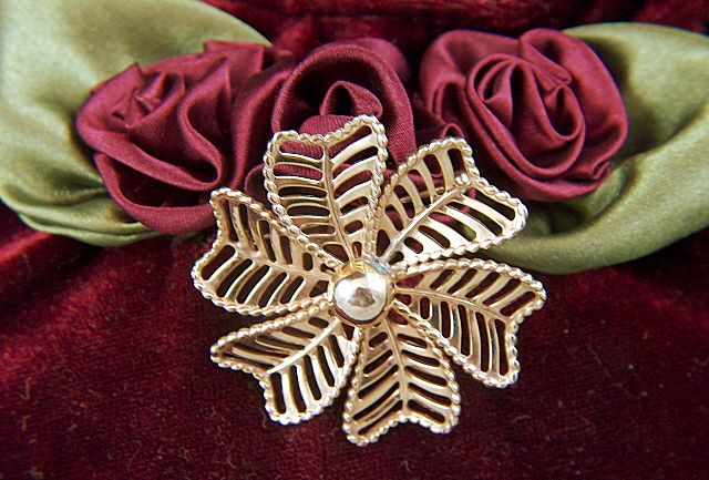 Vintage WINARD 12K G.F. Open Work Flower Pin Brooch ~ ca. 1940 - 1950
