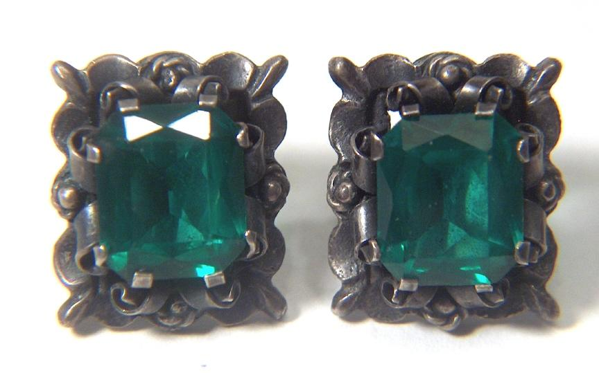 Vintage signed SILVER MEXICO Green Glass Stone Fancy Detail Screw Back Earrings