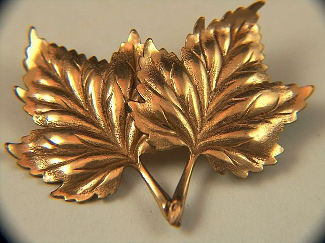 Vintage signed TAYLORD 1/20 12K GOLD FILLED Maple Leaf Pin Brooch
