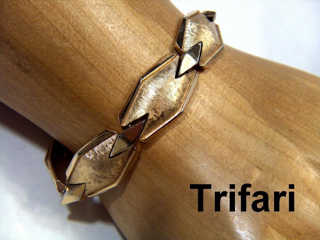 Vintage signed Trifari Golden Toned Freeform Bracelet