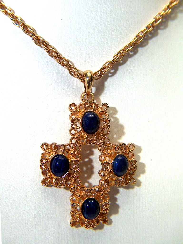Vintage signed Sarah Coventry Gold Toned and Blue Cab Necklace
