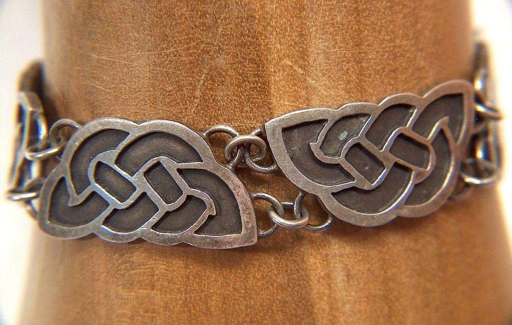 Vintage Sterling Silver Celtic Knot Link Bracelet ~ signed Agauricus Nicola Pauline