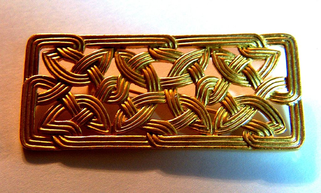 Vintage signed JJ 1988 Celtic Knot Pin Brooch ~ Gold Toned