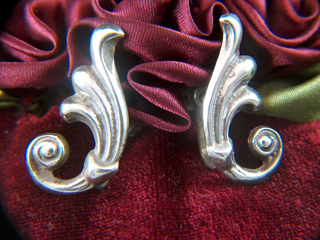 Vintage signed MEXICO SILVER Screw Back Earrings