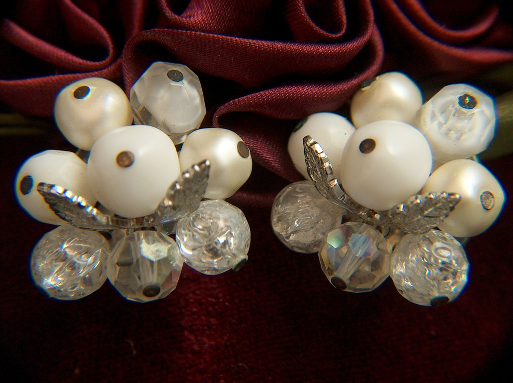 Vintage signed LAGUNA Assorted Bead Clip Earrings ~ Bright Silver Toned & Creamy Whites