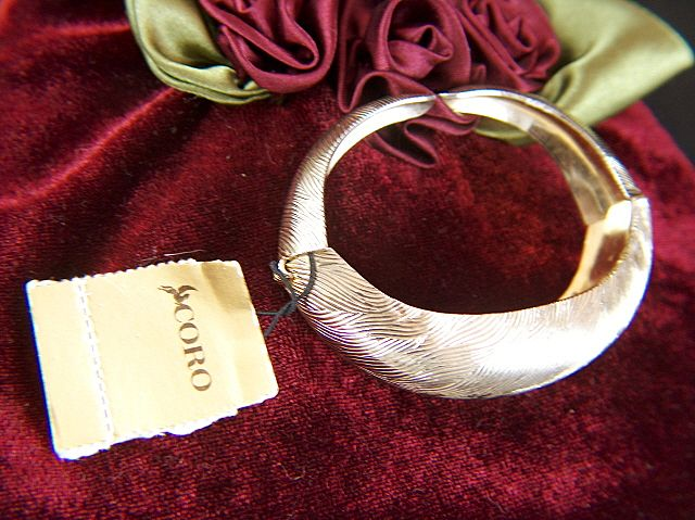 Vintage Pegasus Coro Double Hinged Pat Pend Gold Toned Bracelet - New
