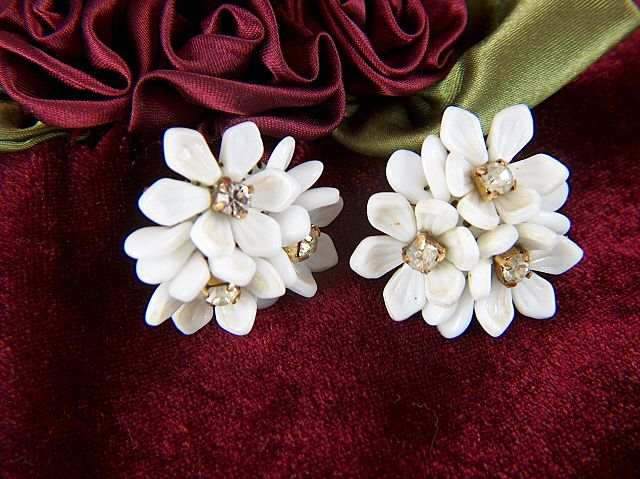 Vintage Western Germany Milk Glass Petals Flowers Rhinestone Screw Back Earrings