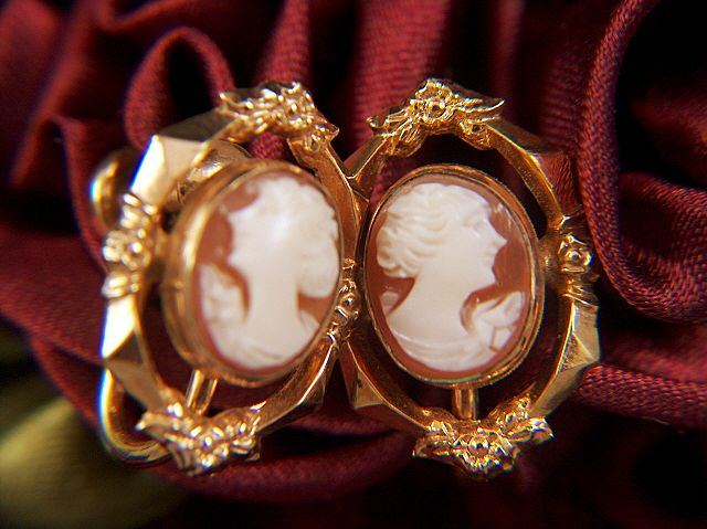 Vintage signed CM 12 K Gold Filled Shell Cameo Screw Back Earrings