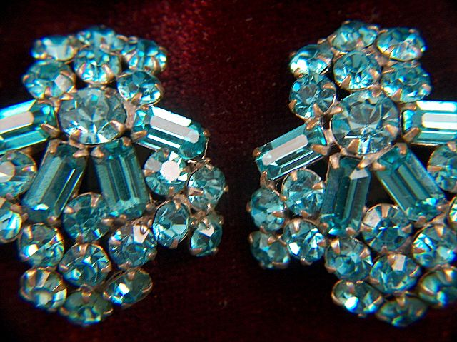 Vintage Gorgeous Turquoise Rhinestone Clip Earrings