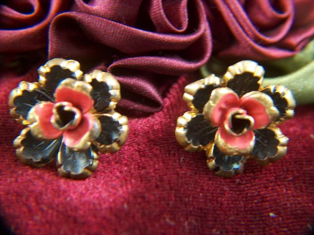 Vintage MADE IN AUSTRIA Gold Toned Metal Enamel Flower Screw Back Earrings