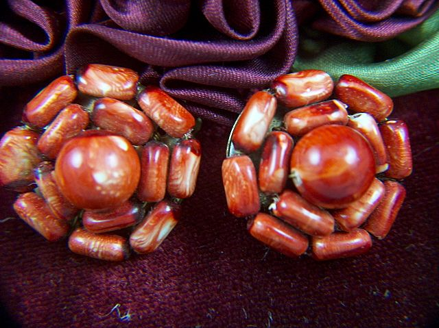 Vintage Mottled Rust Colored Cluster Bead Clip Earrings