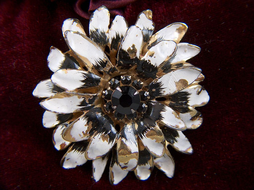 Vintage Large Chrysanthemum Black White Enamel Flower Black Rhinestone Pin Brooch