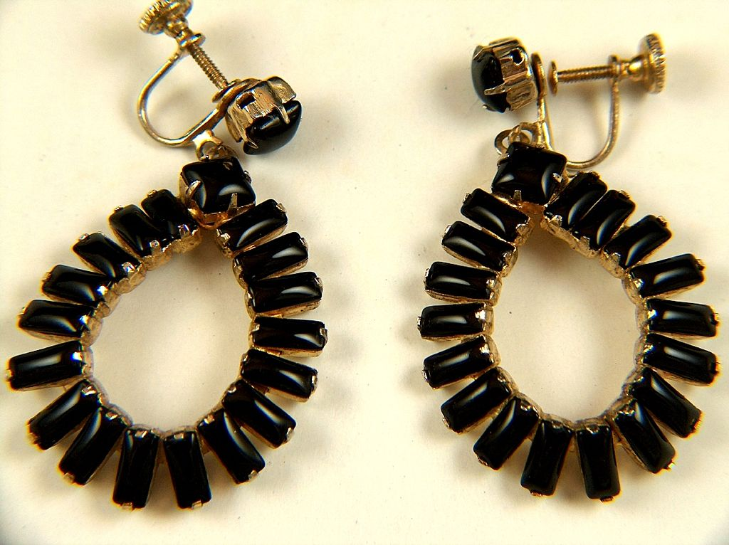 Vintage Black Glass Dangle Screw Back Earrings