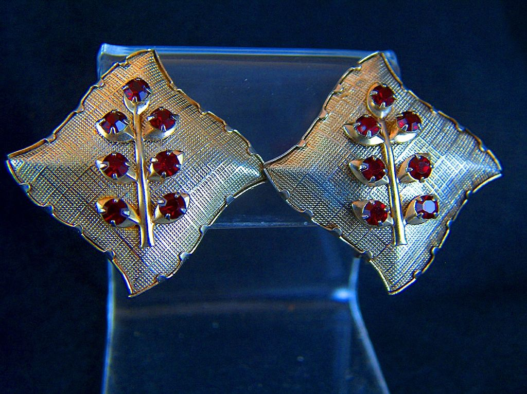Vintage 1950s Textured Gold Toned Puffy Pillow & Red Rhinestone Clip Earrings
