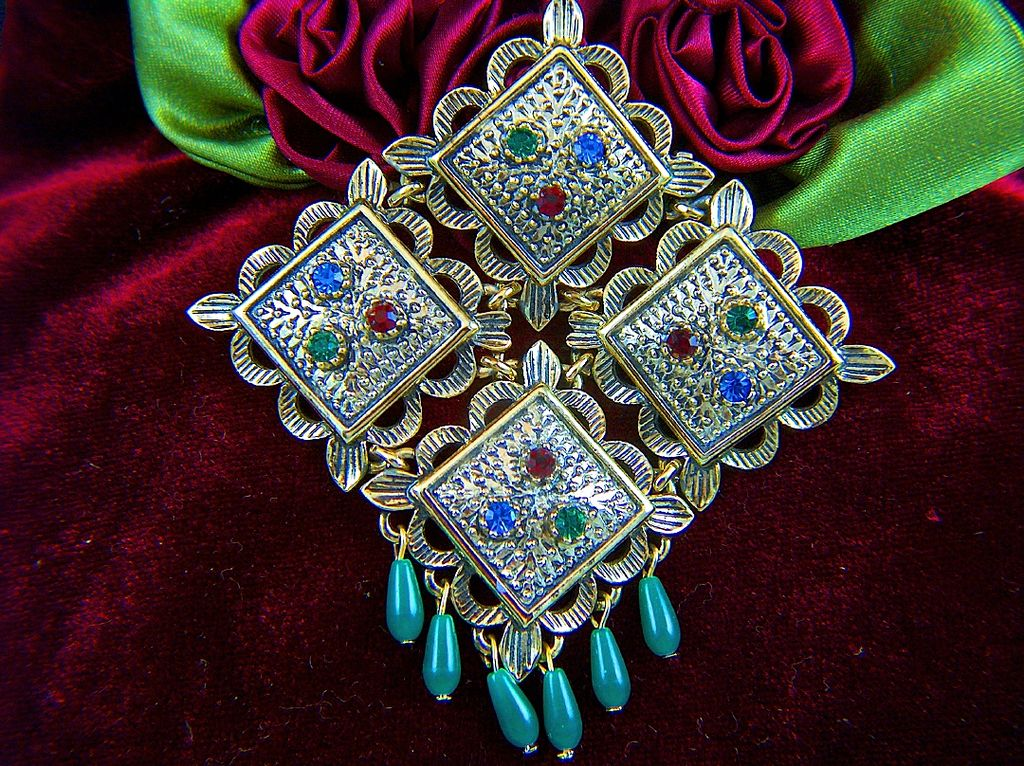 Vintage 1969 Sarah Coventry Temple Lites Brooch Pin