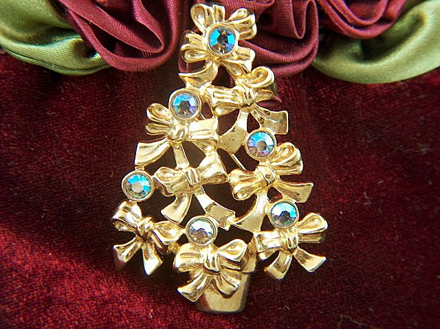 Vintage signed AVON Bow Christmas Tree Pin Brooch
