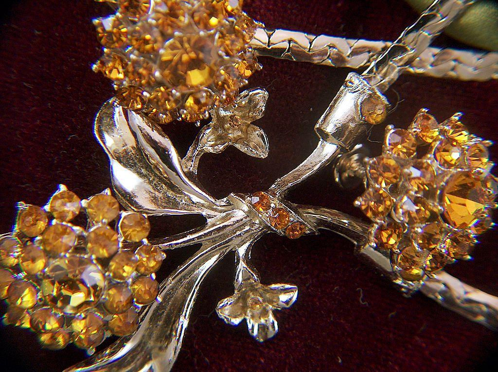 Vintage Gold Toned Amber Rhinestone Choker Necklace and Screw Back Earrings Set ~ Demi Parure