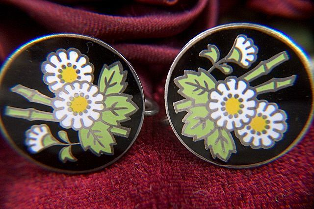 Vintage White Daisies Enamel Screw Back Earrings
