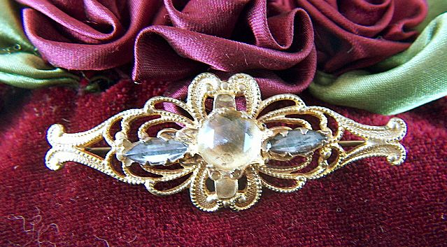 Vintage Victorian Gold Toned Pin Brooch - Rose Cut Rhinestone