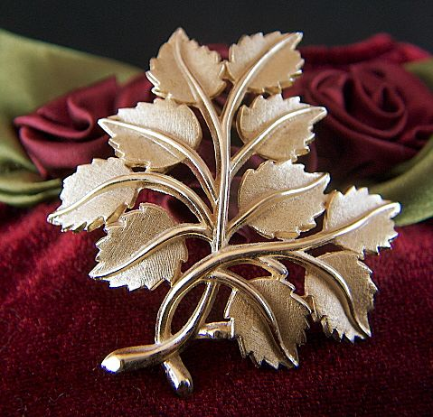 Vintage signed Crown Trifari Gold Toned Multi Leaf Pin Brooch